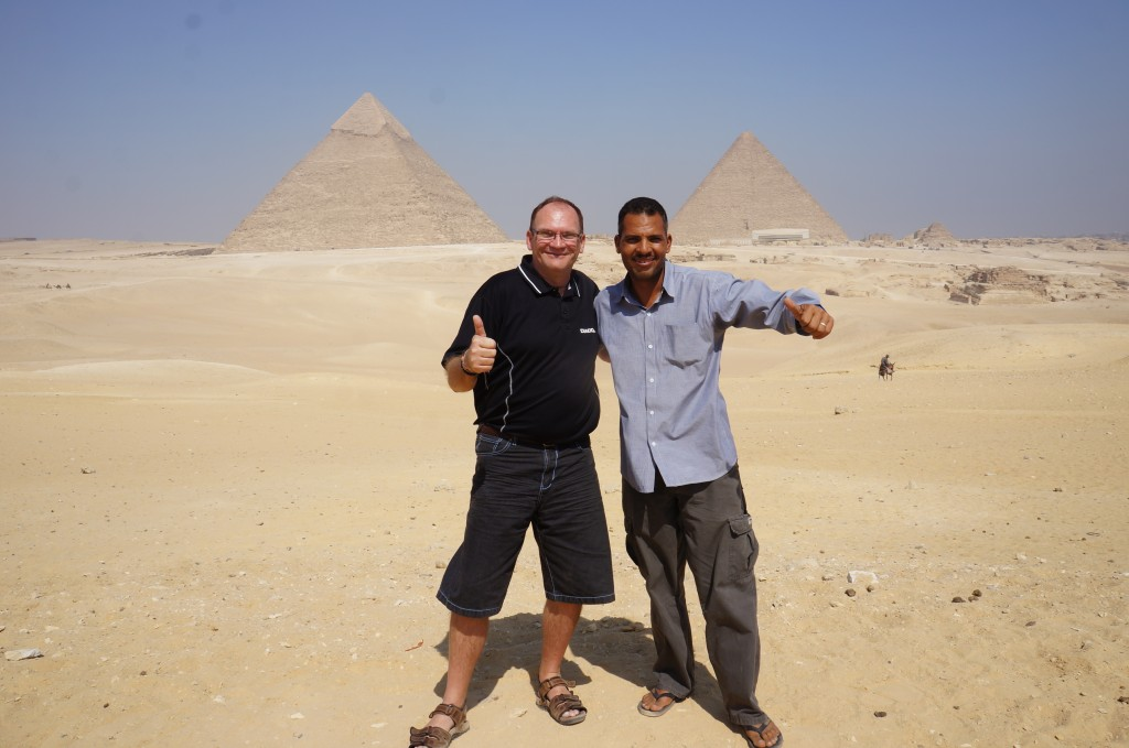 Gert and Ramadan outside the pyramids at Giza!