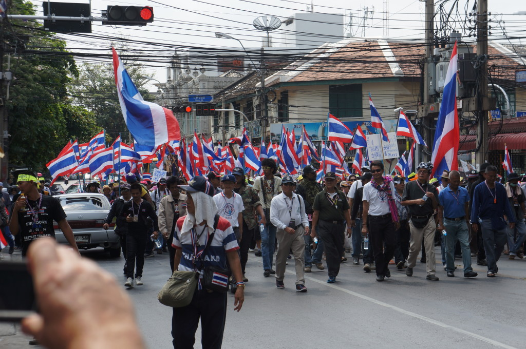 Shutdown Bangkok Protestors with loads of Thai flags!