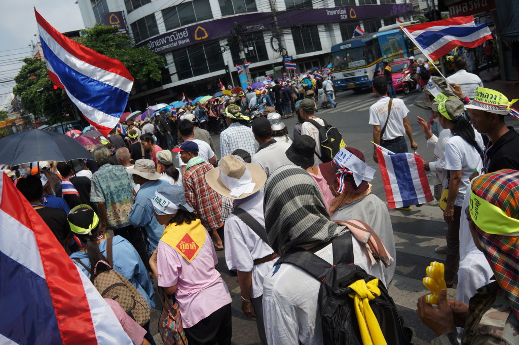 Bangkok protestors shut down whole streets